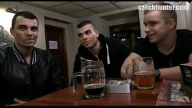 video relacionado Los conozco en un bar y nos vamos a hacer un trío