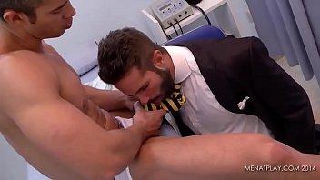 medicos gays pajeando y follando con sus pacientes
