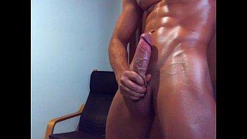 Cachas sensual y caliente meneando el culito en la webcam.